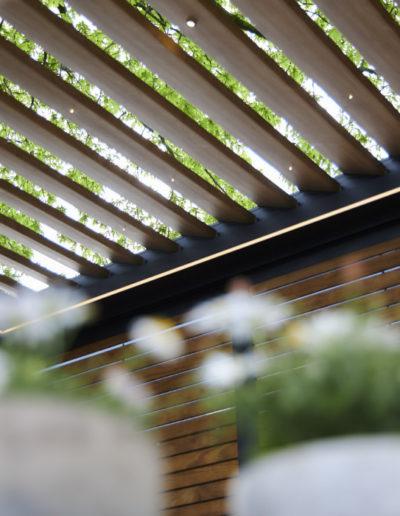 Pergola-so-couverture-terrasse-realisation-assebroek-lames-imitation-bois (60)_0