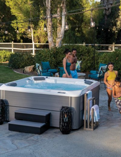 Hot Spring-Hot Spot-Relay-2020-AlpineWhite-Storm-Lifestyle-Family-afternoon-03 (Copy)
